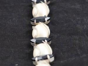 Кристални камъни на ленти
